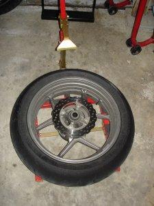 changer ses pneus tout seul comme un grand les sept p ch s du motard. Black Bedroom Furniture Sets. Home Design Ideas